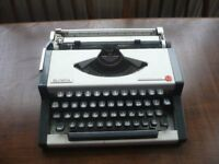 Olympia Traveller De Lux Typewriter Excellent Condition