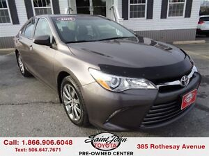 2015 Toyota Camry XLE with Leather + Sunroof $198.42 BI WEEKLY!!