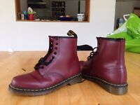 Dr Martens 8-eye lacelet red unisex size 9 - Brand new, never worn