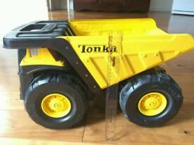 Tonka 90667 Steel Toughest Mighty Dump Truck