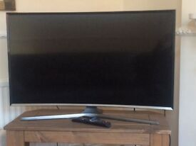 "Curved 40"" Samsung tv. HD SMART TV. GOOD AS NEW."