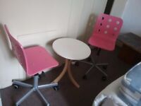 Round table and 2x chairs