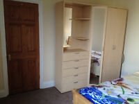 Spacious double room - All bills are inclusive