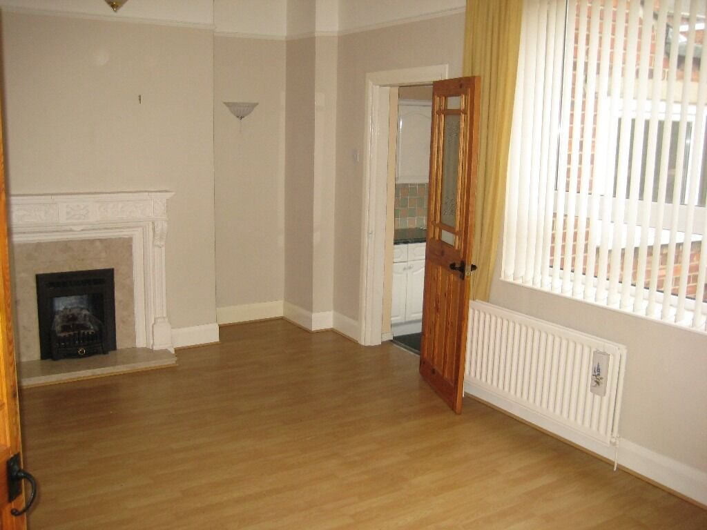 Sunderland Road.Gateshead.Stunning 2 Bed immaculate Upper flat.Huge living room.No Bond!DSS Welcome!