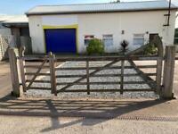 5 bar gates