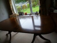 Extendable Mahogany Dining Room Table - extends to seat 8 - 10 people.