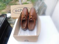 BRAND NEW MENS SHOES IN BOX VERY STYLISH COST £65 SIZE 42 (8)