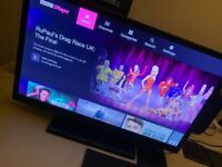 BUSH 24 INCH SMART TV YOUTUBE iPLAYER DVD PLAYER 2XUSB 2XHDMI STAND AND REMOTE