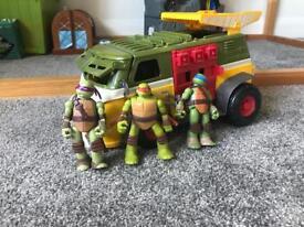 Teenage Mutant Ninja Turtle Trick & 3 figurines