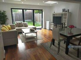 5 bedroom house in Barlow Drive, London, SE18 (5 bed) (#1053689)