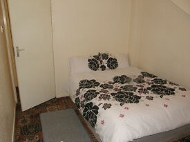Single Rooms to Let.