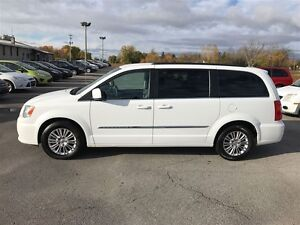 2015 Chrysler Town & Country Touring - MUST SEE VERY CLEAN
