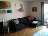 Bright double room to rent in Camberwell / Peckham. Shared lounge and balcony. All bills included.