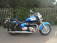 Triumph America 865cc - 2012 with Summer screen and Panniers