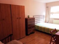 Large and bright Double Room in Acton in a clean flat for a Professional. Fast WiFi