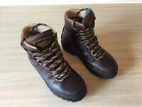 Women's Walking Boots - Meindl 3 season. Size 4.5. Brown