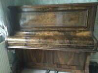 Upright Munt Brothers Piano