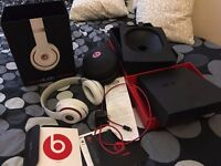 BEATS STUDIO WIRELESS GENUINE BOXED WITH ALL ACCS AND UK BEATS CHARGER