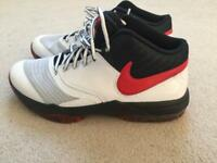 Air Max Emergent basketball boots - size 8 UK