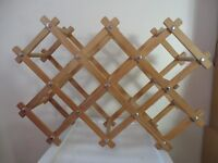 WOODEN FOLDING CONCERTINA TYPE WINE RACK HOLDS 10 BOTTLES/CANS