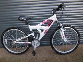 CUDA LIGHTWEIGHT ALUMINIUM SUSPENSION BIKE IN ALMOST NEW CONDITION . IDEAL PRESENT. (SUIT AGE. 9+).