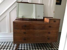 Vintage Chest of Drawers/ Dresser