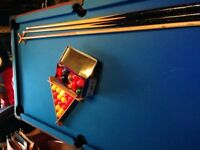 Snooker/ pool table 5ft by 2ft 6,2 cues,both sets balls.Blue top- buyer collect.