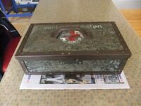 WW2 GERMAN FIRST AID BOX IN GOOD CONDITION FOR AGE £120