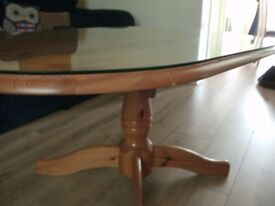 Coffee table / pedestal table