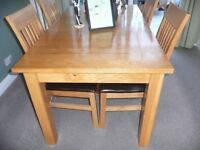 SOLID OAK TABLE AND SIX CHAIRS.
