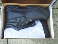 New Safety Boots ( UK SIZE 11 )