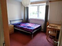 Spacious double room in a 2 bedroom flat