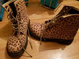 Size 5 Leapord Print Doc Martin like Boots