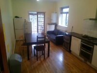 NOW OR NEVER ** BEAUTIFUL HOUSE SHARE ** NEXT TO TUBE * CENTRAL LINE *