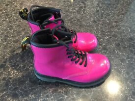 DR MARTENS BABY AS NEW ONLY £9!!!! SIZE26