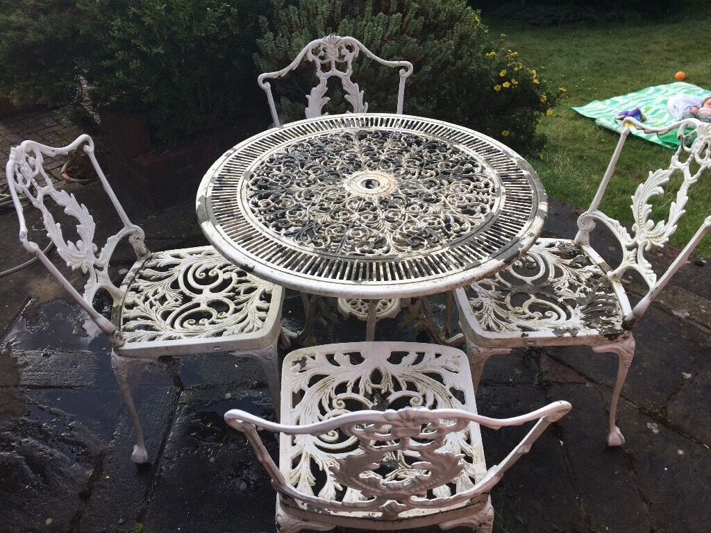 White metal garden table and chairs in banstead surrey for Small metal patio set
