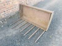 Tractor 4ft front loader dung grape with David Brown brackets fitted