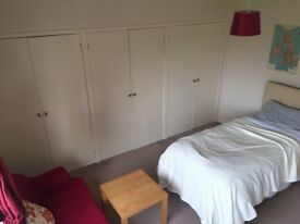 Room to rent in fully furnished 2 bed flats in AB24, near Aberdeen University and direct bus to RGU