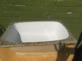 Unusual old sink/small bath (Made by Adamsez)