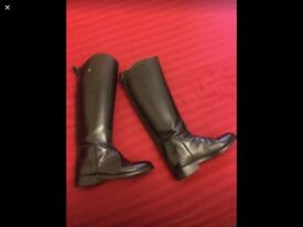 Ladies size 6 leather riding boots
