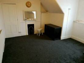 Spacious Double Room To Rent Suitable Couples Or Single Westcliff
