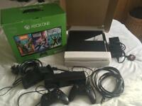 Xbox One, 500gb, with Kinect, extra controller, charging cradle and HDMI cable