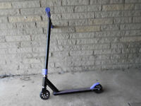 Scooter Child/adult. Small wheels.
