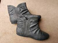 Grey ankle boots 5/38