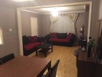 Small Double Bed Room in a lovely and large refurbished House off Cherry Hinton