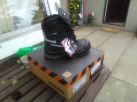 PEZZOL high leg waterproof safety work boots size 8(42) laces and zip new in box £40 collect only