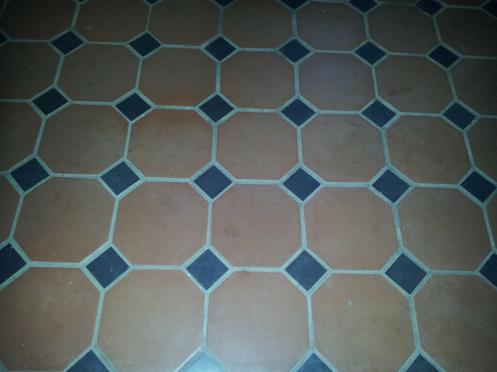 Job lot traditional red quarry hexagonal floor tiles with black job lot traditional red quarry hexagonal floor tiles with black insets 23 sq m dailygadgetfo Image collections