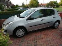 Renault Clio 1.6 5 door hatchback. Silver .Good condition with tax and MOT