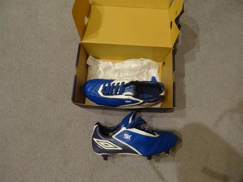 Unisex Umbro football shoes boots. Navy/white Size 5.5. New and boxed