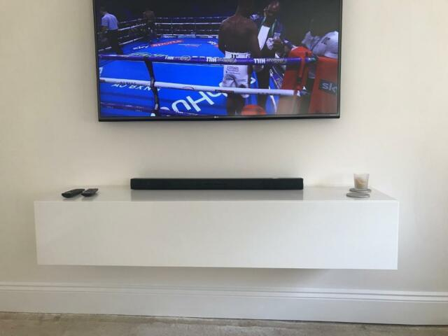 White Gloss Floating Tv Unit In Aveley Es Gumtree